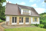 Near VERNON, family home built on a landscaped site, 50mn west of Paris