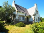 Spacious 5 bedroom house set in wooded park land
