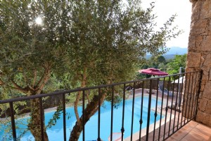 In the peace of a charming hamlet, 15km of the beaches, villa 3 bedrooms with swimming pool