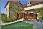 Close to Le Bugue, 2 houses, main house completely renovated, 350sq, pool, 3-hectare park