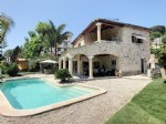 Beautiful villa with a large terrace and swimming pool - Villeneuve-Loubet 945,000 €