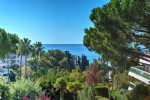 Rare 2 bedrooms apartment, sea view, roof terrace, cellar,Garage:Cannes croix des gardes 785,000 €