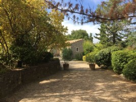 Provencal Mas, vineyard with own labelled wine, small olive grove, pool and fabulous views