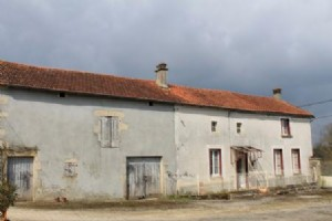 Farmhouse for sale 2 bedrooms 2104m2 land ,South facing
