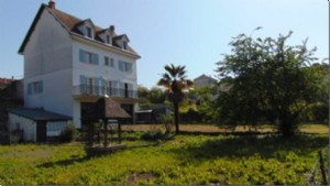 Town house, 4 beds, garden, large garage, Ruffec