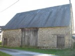 Stone built barn with slate roof, and well. The land represents approximately 575 m²