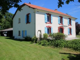 Character house, 4 bedrooms, outbuildings, 6000m²
