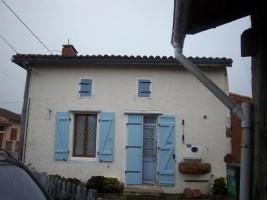 Under offer Pretty little house with garden