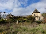 On 26 hectares adjoining valley near the Lot and all amenities, this property is ideal for cottages