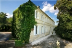 45 mn Bordeaux, 20 mn St Emilion 18th century property
