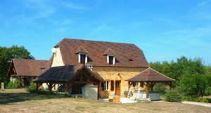 Farmhouse completely renovated, 2 houses, on 2 hectares