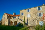 This old farmhouse on the Larzac is located 10 minutes from Millau