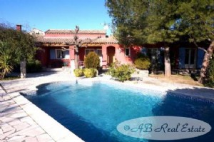 Contemporary villa, 195m², 4 bedrooms, office, garage, swimming pool, 1200m² garden, quiet,