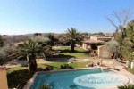 Luxury modern villa, two levels, 330m², 3/4 bedrooms, large bay windows, ready to move in, 1240m²