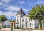 Near Mont-de-Marsan (Landes) - A 6 bedroomed Manor house with original Napoleon III fireplaces