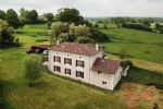 Verneuil (Charente) - Entire hamlet for sale with nicely renovated farmhouse and 13 acres of land