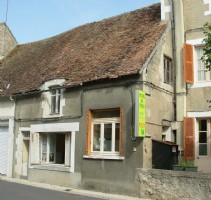 Region Montmorillon; Vienne 86: village house to renovate