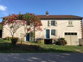 Beautiful country house in Haute-Saone, on the edge of a village, with spacious garden.