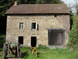 For sale, Puy de Dome to renovate stone house with barn.