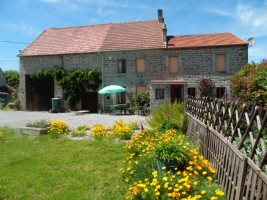 For sale in Creuse, stone built house, outbuildings and land (16547m2)