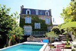 Immaculate and large detached town house, in Gueret town center. And a garden with a swimming pool.