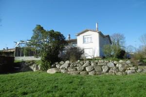 Spacious house on edge of town