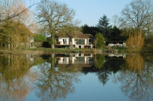 Renovated house with attractive lake