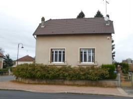 Detached house with a 678m² garden.