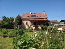 Beautiful property including house, cottage and mini-camping on 8 ha.