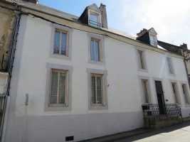 Magnificent 9 bedroom townhouse with garden in Boussac centre.