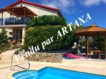 *Stylish 4 bedroom house with GARDEN and POOL!
