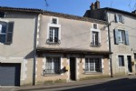 Town House with 4 Bedrooms in Civray