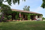 Spacious 3 Bedroom Bunglaow In A Quiet Location With Enclosed Gardens On 1550m²