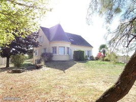 House of 168 m² - 10 rooms - with 3000 m² fenced land  in LOUDUN 86