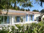Country villa in PROVENCE France with independent apartment. Easy access to all amenities.