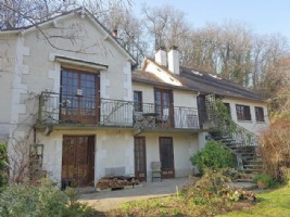 Beautiful house with guest accomodations, studio and garden.