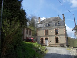 6 Bed Maison Bourgeois, 3 Further Houses on 2.5Ha with Riverside Fishing