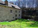 House and former watermill with outbuildings, ready to renovate