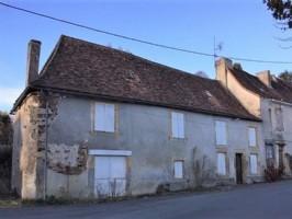 Spacious village house to renovate