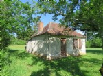 Charming little house in the country, ready to renovate.