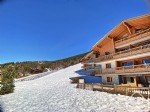 A 2 bedroom leasehold apartment, at the foot of the pistes and close to the village centre.