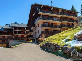 A bright ski-in, ski out apartment, sleeping 5 comfortably.