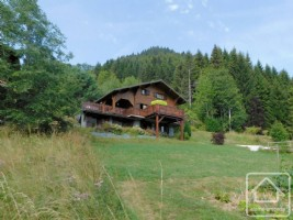 A 4 bedroom, 2 bathroom chalet with views and parking