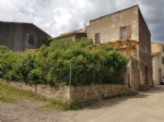 Country house with 126 m² of living space, 2 outbuildings, terrace and small garden.
