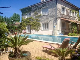 Beautiful renovated home on 1840 m² of land with pool, stone outbuilding and gite.