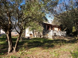 Pretty country house on 5712 m² of constructible land, just minutes walk from the Heric gorges.
