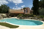 Pretty renovated house with 6 bedrooms and independent apartment on 1085 m² with pool.