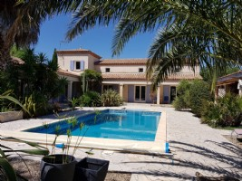 Superb and spacious villa (2003) with 195 m² of living space on 1687 m² of land with pool.