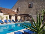 Renovated character house run as a B&B with 5 ensuite bedrooms on a 694 m² plot with pool.