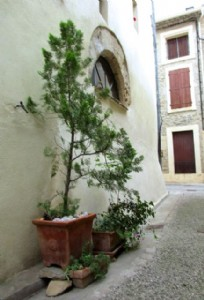 Pretty stone village house with 2 bedrooms, terrace and lots of charm !
